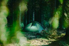 Camping ist: Aufstehen, wenn die Sonne aufgeht und schlafen gehen, wenn die Sonne untergeht. #camping #volvic #rausindienatur Outdoor Gear, Tent, Camping, Go To Sleep, Stand Up, Mineral Water, Summer Time, Minerals, Sun