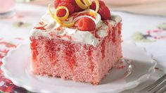 Raspberry-Lemonade Cake Betty Crocker created the poke cake, a cake that's poked after baking so the topping forms pockets of wonderfulness. Try this delicious citrus-berry combo. Raspberry Lemonade Cake, Lemonade Cake Recipe, Strawberry Jello, Raspberry Cheesecake, Pink Lemonade, Just Desserts, Delicious Desserts, Dessert Recipes, Yummy Food