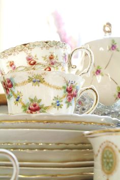 pretty tea cups and saucers tea party