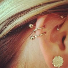 I want this earring for my double piercing, but in silver or white gold! Just need to find it! Love!