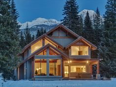 Vacation rental homes, chalets, and condos? in Cypress Place at Nicklaus North just minutes from the Whistler Village. Ski Vacation, Vacation Home Rentals, Dream Vacations, Christmas Vacation, Cozy Christmas, Vacation Ideas, Live In Style, Ski Holidays, Easy Home Decor