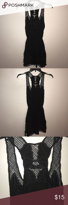 Cute dress Perfect condition. Floral patterns. Fitted elastic waistband stretches. Racerback kina Dresses
