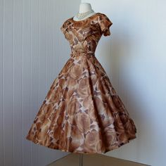 Vintage 50s dress from #traven7 @Etsy! Just gorgeous! Romantic and girly!
