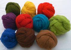 Filzwolle aus Merino ist aus hochwertiger Süddeutscher Schafwolle hergestellt. Es ist in ca. 8 cm breiten Bändern konfektioniert. Von diesem Wollvlies kann man auch leicht Strickgarn herstellen. Zum Nassfilzen oder Nadelfilzen eignet es... Bunt, Throw Pillows, Quilts, Wool, Sheep, Random Stuff, Make Your Own, Breien, Crafting