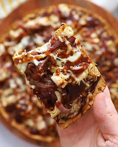 This BBQ chicken pizza with caramelized onions is ready in under 30 minutes and you only need 5 Good & Gather only at Target ingredients! It is saucy, flavorful, and makes Friday night pizza night as easy as can be. #ad #goodandgather Sweet Potato Recipes Healthy, Healthy Recipe Videos, Banana Bread Muffins, Banana Chocolate Chip Muffins, Chicken Meal Prep, Bbq Chicken, Vegan Hot Chocolate, Coconut Flour Pancakes, Oatmeal Cups