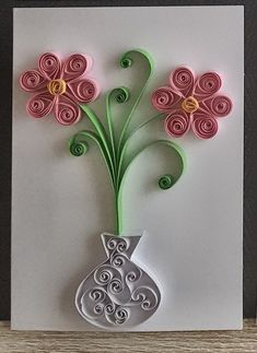 Flowers in a vase - Quilling Paper Crafts Quilling Birthday Cards, Paper Quilling Cards, Paper Quilling Tutorial, Paper Quilling Flowers, Paper Quilling Patterns, Flowers Vase, Paper Quilling Jewelry, Card Birthday, Quilling Work