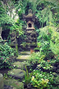 The spiritual site identified as a chunk of the surrounding mould ones innerself to absorb the essence of natural elements. Bali Garden, Balinese Garden, Dream Garden, Tropical Garden Design, Tropical Landscaping, Backyard Landscaping, Tropical Gardens, Backyard Ideas, Bali Lombok
