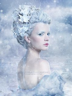 Spray my hair all white and dip the ends in silver glitter for #whitewonderland Make-up idea
