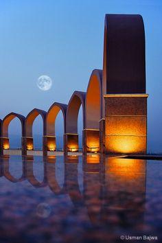 Full moon ... monumental dialogue.