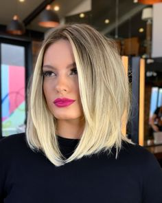 Go to our website to discover our list of trendy blunt bob haircuts like this! Photo credit: Instagram @rafaelbertolucci1 #bluntbobhaircuts #bluntbobhairstyle