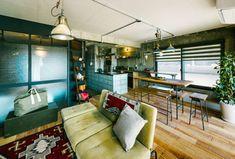 好きなモノと暮らす。40代夫婦のインダストリアルヴィンテージな家   WORKS   大阪・神戸・沖縄でリノベーションならアートアンドクラフトへ! Conference Room, Table, Furniture, Home Decor, Meeting Rooms, Interior Design, Home Interior Design, Desk, Tabletop