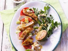Hähnchen-Tomatensalat mit Curry-Dressing ist ein Rezept mit frischen Zutaten aus der Kategorie sättigender Salat. Probieren Sie dieses und weitere Rezepte von EAT SMARTER!