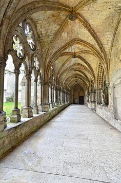 Cloître de la Cathédrale de Noyon, Oise, Picardy