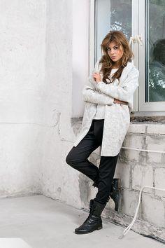 Sweter oversizowy w modnym kolorze, najmodniejszy trend sezonu