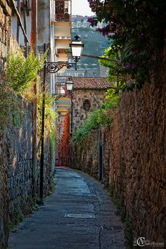 Narrow Street, Sorrento, Italy    photo By Angelo Casteltrione