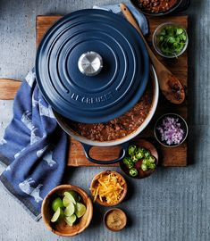 Le Creuset Le Creuset mugs are amazing! I'm using my cobalt blue one right now! Which Le Creuset Color Are You? Le Creuset Cast Iron, Le Creuset Cookware, Cookware Set, Dutch Oven Recipes, Professional Chef, Cast Iron Cooking, Kitchen Supplies, Kitchen Essentials, Kitchen Accessories