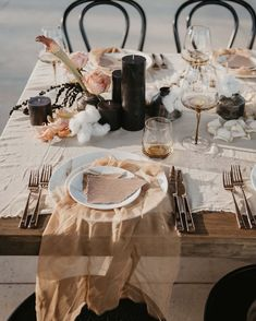 Check Seven Awesome Wedding Planning Trends in You should Never Miss These Kind of wedding planning trend updates from us. Chic Wedding, Wedding Trends, Wedding Designs, Wedding Styles, Minimal Wedding, Wedding Table Settings, Decoration Table, Wedding Reception Decorations, Acrylic Wedding Invitations