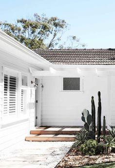 Home sweet home! This fibro beach shack in Sydney was given an all-white Scandi-style revamp and the end result is stunning. Step inside via our link in bio. Beach Bungalow Exterior, Beach House Exteriors, White Beach Houses, Weatherboard House, 1950s House, Beach Bungalows, Building Companies, Beach Shack, Scandi Style