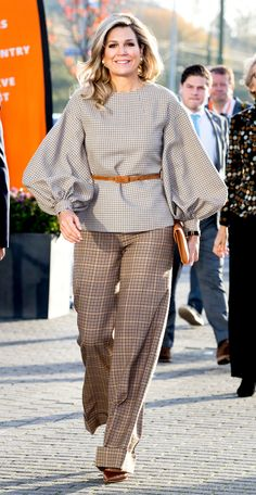 November 2018 Turning to a color favorite, the Dutch royal stayed warm in a plum coat with a matching hat, gloves and pumps. Dress Outfits, Cool Outfits, Casual Outfits, Fashion Dresses, Royal Clothing, Queen Maxima, Royal Fashion, All About Fashion, Boss Lady