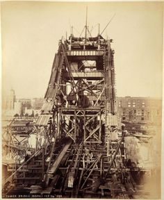Never before seen photographs of the construction of Tower Bridge being constructed have been unveiled after a stash of hundred-year-old photos were found in a skip. Victorian London, Vintage London, Old London, Victorian History, Victorian Era, Old Pictures, Old Photos, Vintage Photos, Nature Pictures