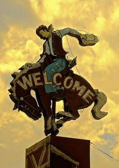 ➳ Neon Cowboy Sign, Jackson Hole, Wyoming by Liza Charlesworth Cool Neon Signs, Vintage Neon Signs, Street Signs, Street Art, Cowboys Sign, Look Vintage, Vintage Bar, Vintage Photos, Old Signs