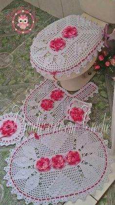 Lindo conjunto de banheiro! Parabéns!!! Vintage Crochet Patterns, Crochet Stitches Patterns, Thread Crochet, Filet Crochet, Crochet Doilies, Stitch Patterns, Knitting Patterns, Crochet Kitchen, Crochet Home