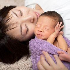 * 見返す程に、時間が経つほどに大切になる。 残したいのはそんな写真です。 * このカット、、完成のポーズの一歩手前だったのですがあまりにもいい顔だったのでパシャり致しました♪ * #関西でも #ちゃんと#ニューボーン * #新生児 #新生児フォト #マタニティ #産婦人科 #お宮参り #出産 #出産準備 #プレママ #osaka #枚方#マタママ #臨月 #ママリ #助産師 #神戸 #newborn #トツキトオカ #ニューボーンフォト #ワーママ#赤ちゃん#baby#安定期 #スヤスヤ #babyboy #妊婦 #安定期#asianbaby #新生児微笑シリーズ