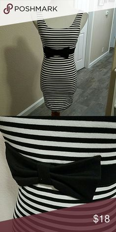 "Black & White striped dress Black and white striped dress with large bow on waist. Zipper down back. Body con stretch material. Measures approx 27"" long from shoulder to hem, laying flat Measures approx 14"" across chest 12"" across waist. Juniors size Small Forever 21 Dresses"