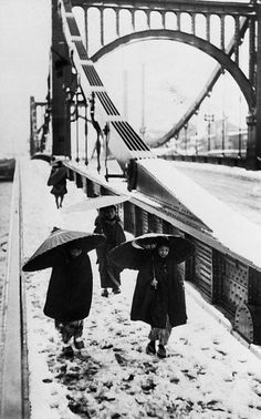a group of women crossing the kiyosu bridge over the sumida river, tokyo, circa 1935.photo by hulton archive/ getty images.  » to see what this place looks like today, click here.