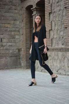 all black everything and cropped. Zina in Madrid. #Fashionvibe