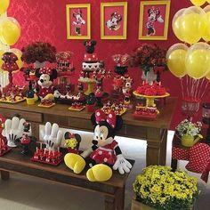 Hoje tem Minnie vermelha para os 3 aninhos da Lara com todas as peças da @lojinhadefesta #festaminnie #minnievermelha #Disney #minniemouse #minnieparty @paticonfeitaria @showdobalao