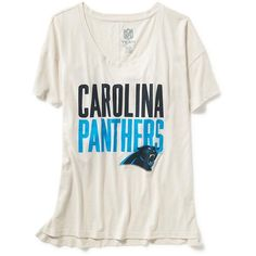 Old Navy NFL Team Graphic Tee ($17) ❤ liked on Polyvore featuring tops, t-shirts, old navy, side slit tee, short sleeve tops, logo t shirts and short sleeve t shirts