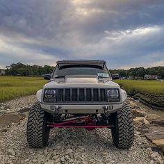 Take a look at the customization and trim on this particular eye-popping Modificaciones Jeep Xj, Jeep Xj Mods, Jeep Pickup, Jeep Truck, Jeep Wrangler, White Jeep Grand Cherokee, Lifted Jeep Cherokee, Lifted Xj, Cherokee 4x4