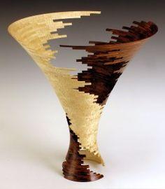 Bud latven, Spiral Impact 3, 2007, Cocobolo & tiger maple, 61 x 59 cm A