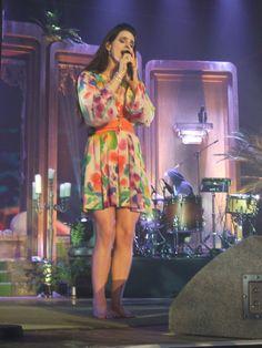 Lana-Del-Rey-Feet-985130.jpg (2136×2848)