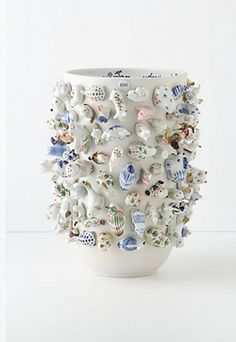 I have very small figurines and souvenirs I have collected over the yrs. Would love to make a vase with them all displayed like this! Kintsugi, Ceramic Clay, Ceramic Pottery, Cerámica Ideas, Sculptures Céramiques, Ceramic Animals, Glass Animals, Ceramic Design, Clay Projects