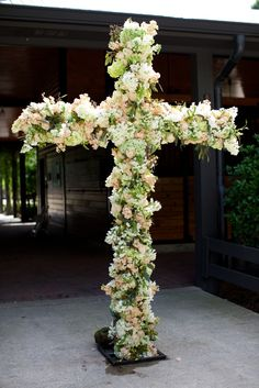 White and Green Hydrangea Ceremony Cross | Arden Photography https://www.theknot.com/marketplace/arden-photography-mountain-brook-al-442076 | Christopher Confero Design |