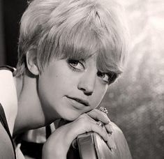 Goldie Hawn - Just too cute!  Reminds me of her daughter, Kate Hudson.   Pixie Haircut Style Fashion Retro Inspiration