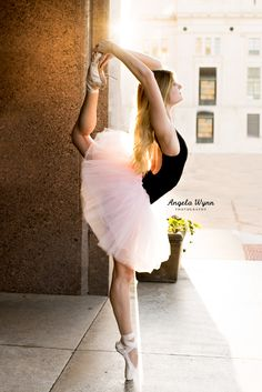 DFW Fort Worth area dance photographer ballet senior portraits, ballet pose ideas, best senior photography, urban ballet, ballerina, city ballet shoot ideas, senior portrait ideas, senior photography, young dancer, natural light, dance moves, ballet poses, stances, beautiful, creative, classy, unique