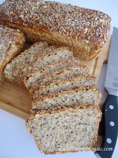 Chleb wieloziarnisty Healthy Bread Recipes, Cooking Recipes, Bread Machine Recipes, Creative Food, Food To Make, Banana Bread, Food Porn, Good Food, Dessert Recipes
