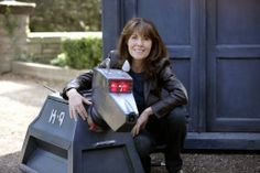 Aaw! Too cute, both of them. Sarah Jane Smith and K9. Rest in peace, Elizabeth Sladen.
