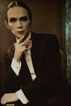Joel Grey as the emcee in Cabaret! He's an amazing performer, especially in Cabaret! Joel Grey, Tony Winners, Bob Fosse, Liza Minnelli, Best Supporting Actor, Por Tv, Star Wars, Silent Film, Classic Films