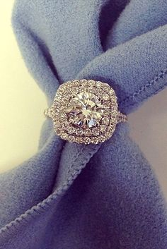 Bague de Fiançailles – Tendance : Halo Engagement Rings Or How To Get More Bling For Your Money… Beautiful Engagement Rings, Halo Engagement Rings, Vintage Engagement Rings, Halo Rings, Diamond Rings, Solitaire Rings, Vintage Rings, Diamond Jewelry, Do It Yourself Fashion