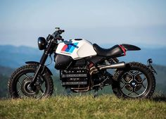 Moto : Illustration Description Got a BMW but fancy that modern scrambler vibe? Unit Garage has a kit for you. Custom Motorcycles, Custom Bikes, Custom Bmw, K100 Bmw, Er6n, Inazuma Cafe Racer, Bike Bmw, Cafe Racer Motorcycle, Women Motorcycle