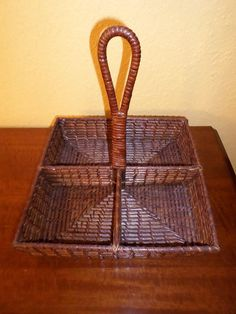Handle/DARK WICKER SQUARE/Basket/Lacquer/Tight Weave/Four Sections Recycle Newspaper, Newspaper Basket, Straw Weaving, Basket Weaving, Square Baskets, Basket Crafts, Art N Craft, Basket Bag, Paper Straws