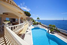 Palmanova - Mallorca LUXURY MALLORCA VILLAS : SPACIOUS DELUXE FRONTLINE SEASIDE VILLA WITH SEA & BEACH ACCESS IN PALMANOVA