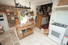 Veja este anúncio incrível na Airbnb: Casa de Pedra - CASAS DA MARIA - Casas para Alugar em Lourinhã