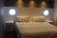 Respaldo de cama con luces incorporadas