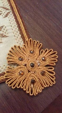 Cross Stitch Patterns, Embroidery Designs, Gold Necklace, Beads, Jewelry, Image, Beading, Gold Pendant Necklace, Jewlery