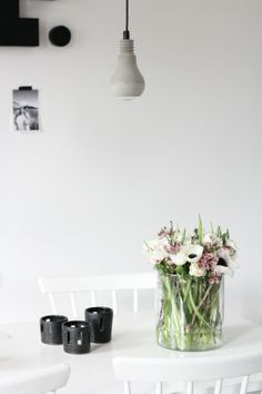 dining, flowers on the table, concrete lamp